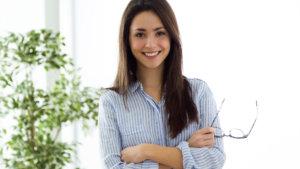 perfil de mujer joven dedicada a la venta directa